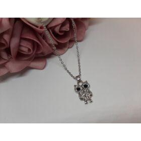 Bagoly medálos ezüst színű nyaklánc, strasszkövekkel díszítve