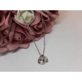 Masni medálos ezüst színű nyaklánc, strasszkövekkel díszítve