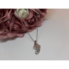 Medálos ezüst színű nyaklánc, strasszkövekkel díszítve