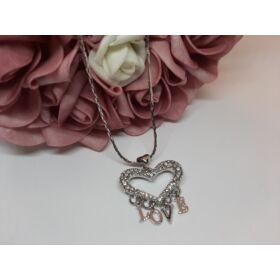 LOVE medálos ezüst színű nyaklánc, strasszkövekkel díszítve