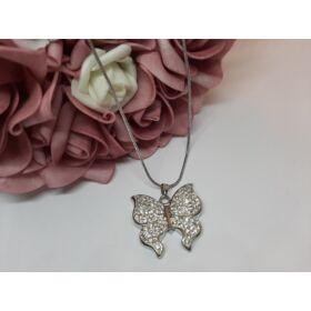 Pillangó medálos ezüst színű nyaklánc, strasszkövekkel díszítve