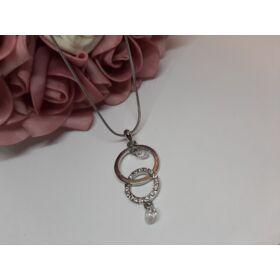Kör medálos ezüst színű nyaklánc, strasszkövekkel díszítve