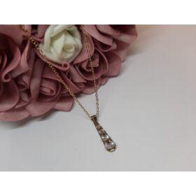 Csepp medálos arany színű nyaklánc, strasszkövekkel díszítve