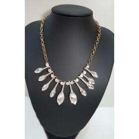Elegáns köves nyaklánc, ezüst színben