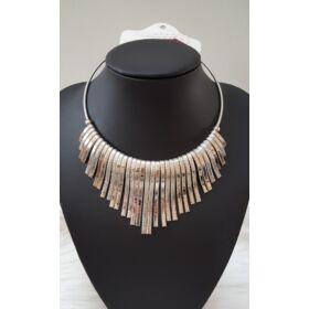 Elegáns merev nyaklánc ezüst
