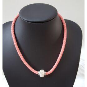 Fonott elegáns nyaklánc rózsaszín