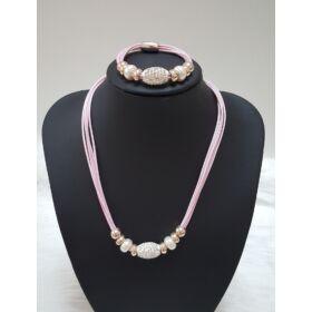 Több szálas elegáns műbőr nyaklánc karkötővel, rózsaszín