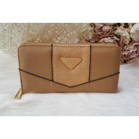Egyszínű elegáns női pénztárca barna