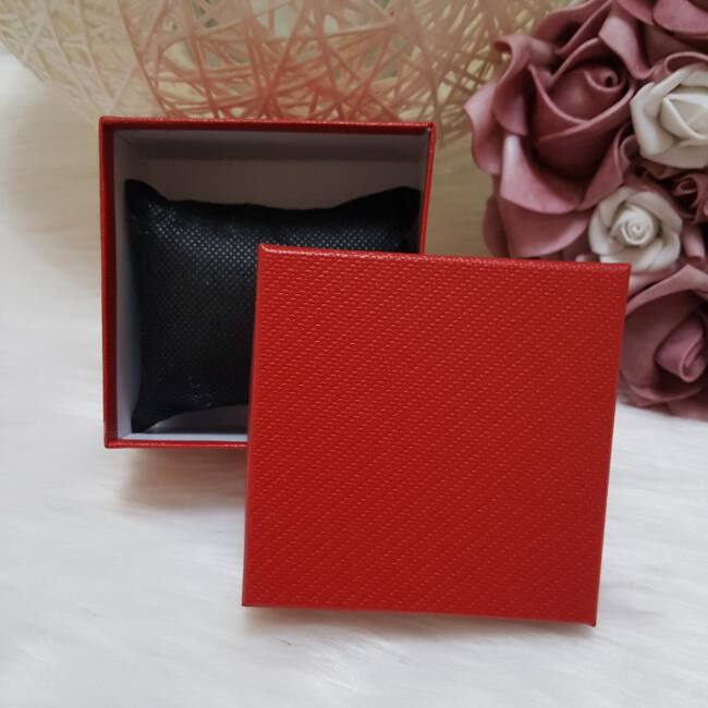 Egyszínű ajándékdoboz óráknak piros