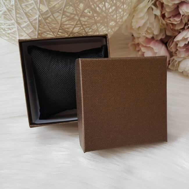 Egyszínű ajándékdoboz óráknak barna