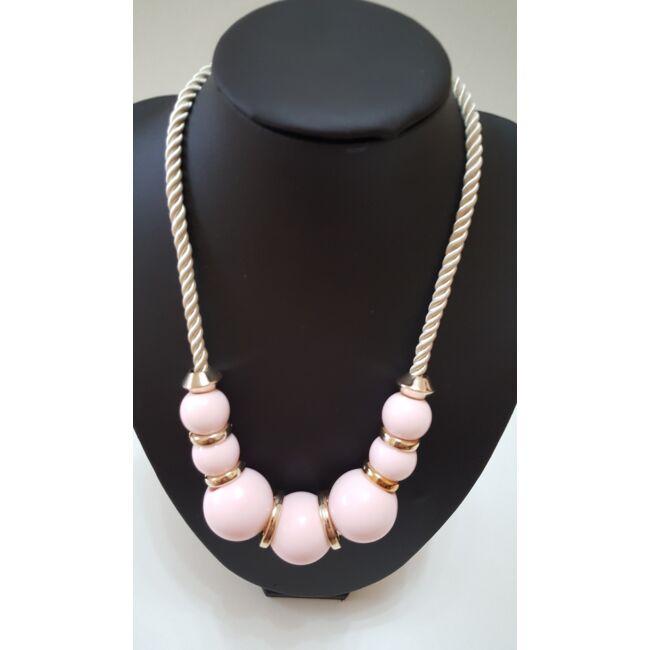Nagy bogyós nyaklánc fonott szálra fűzve, rózsaszín