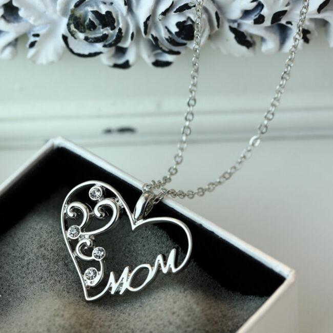 Szív medálos ezüst színű nyaklánc, strasszkövekkel díszítve