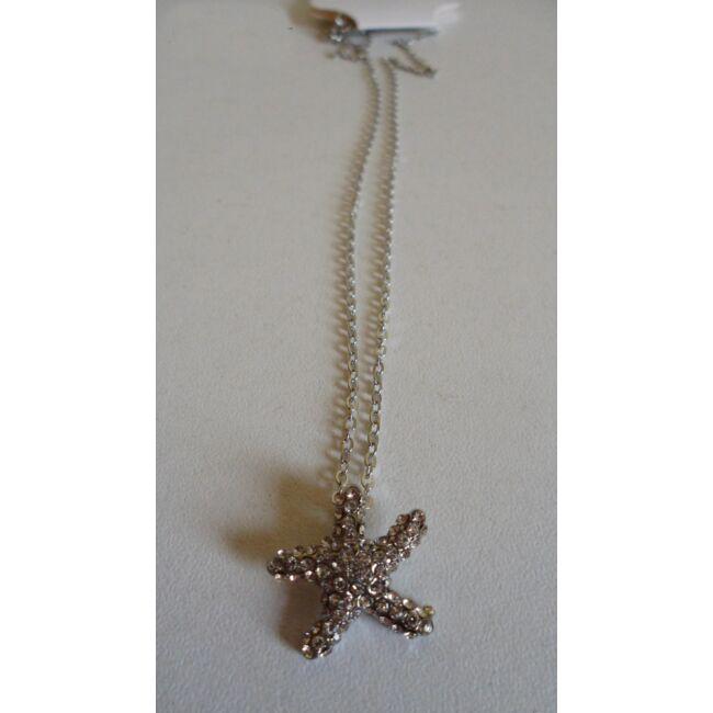 Csillag medálos ezüst színű nyaklánc, strasszkövekkel díszítve
