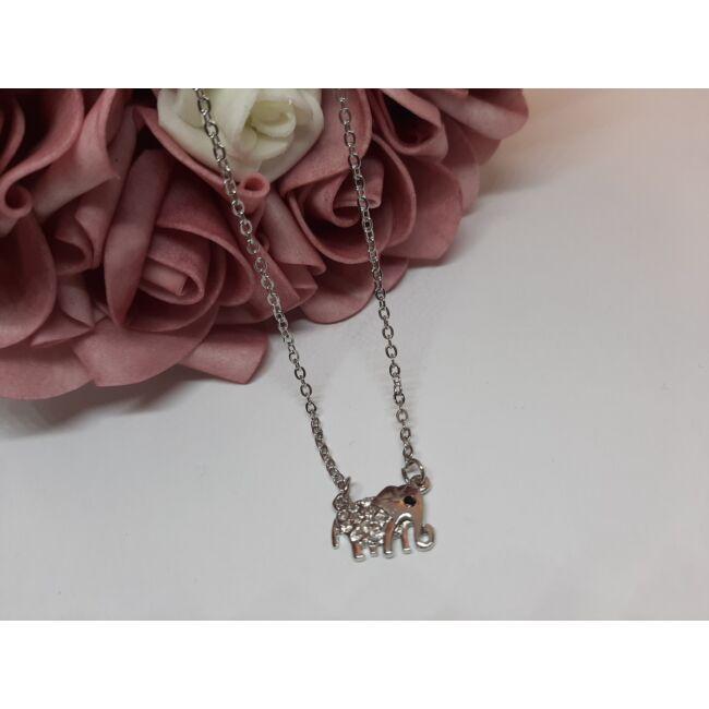 Elefánt medálos ezüst színű nyaklánc, strasszkövekkel díszítve