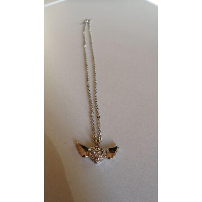 Szárnyas szív medálos ezüst színű nyaklánc, strasszkövekkel díszítve