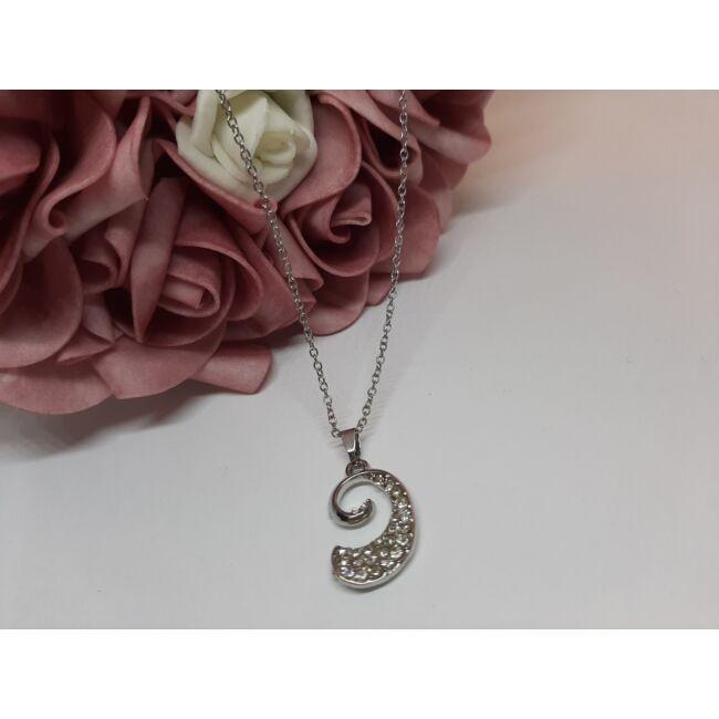 Csavart medálos ezüst színű nyaklánc, strasszkövekkel díszítve