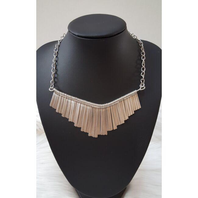 Elegáns ezüst színű nyaklánc