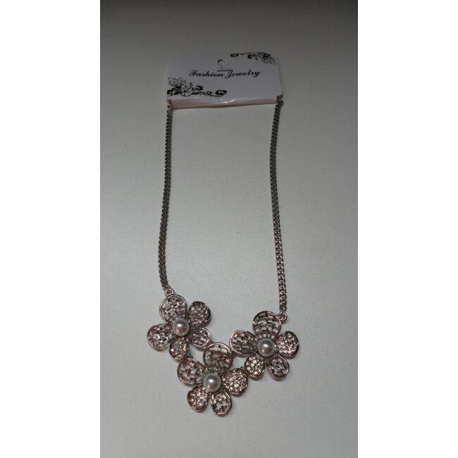 Virág formájú nyaklánc, ezüst szín