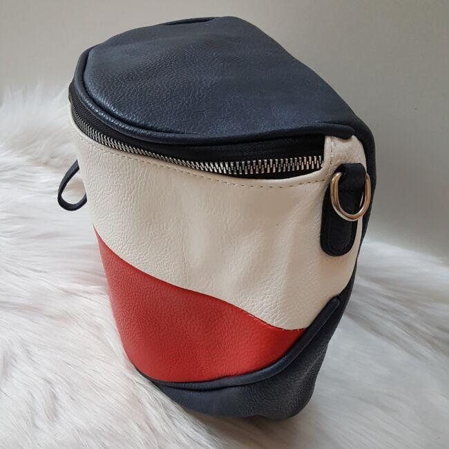 Kék fehér piros keresztpántos női táska