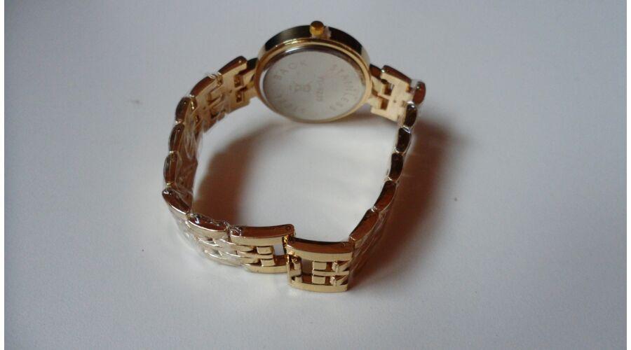 Arany színű fémszíjas női karóra strasszkövekkel - Fémszíjas 5024a7c831